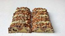 Weider YIPPIE! Protein Bar Cookies-Double Choc zerteilt