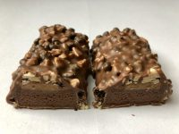 ESN Tasty Bar Chocolate Brownie and Caramel zerteilt