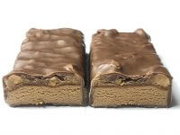Snickers 22g Hi Protein Eiweißriegel zerteilt